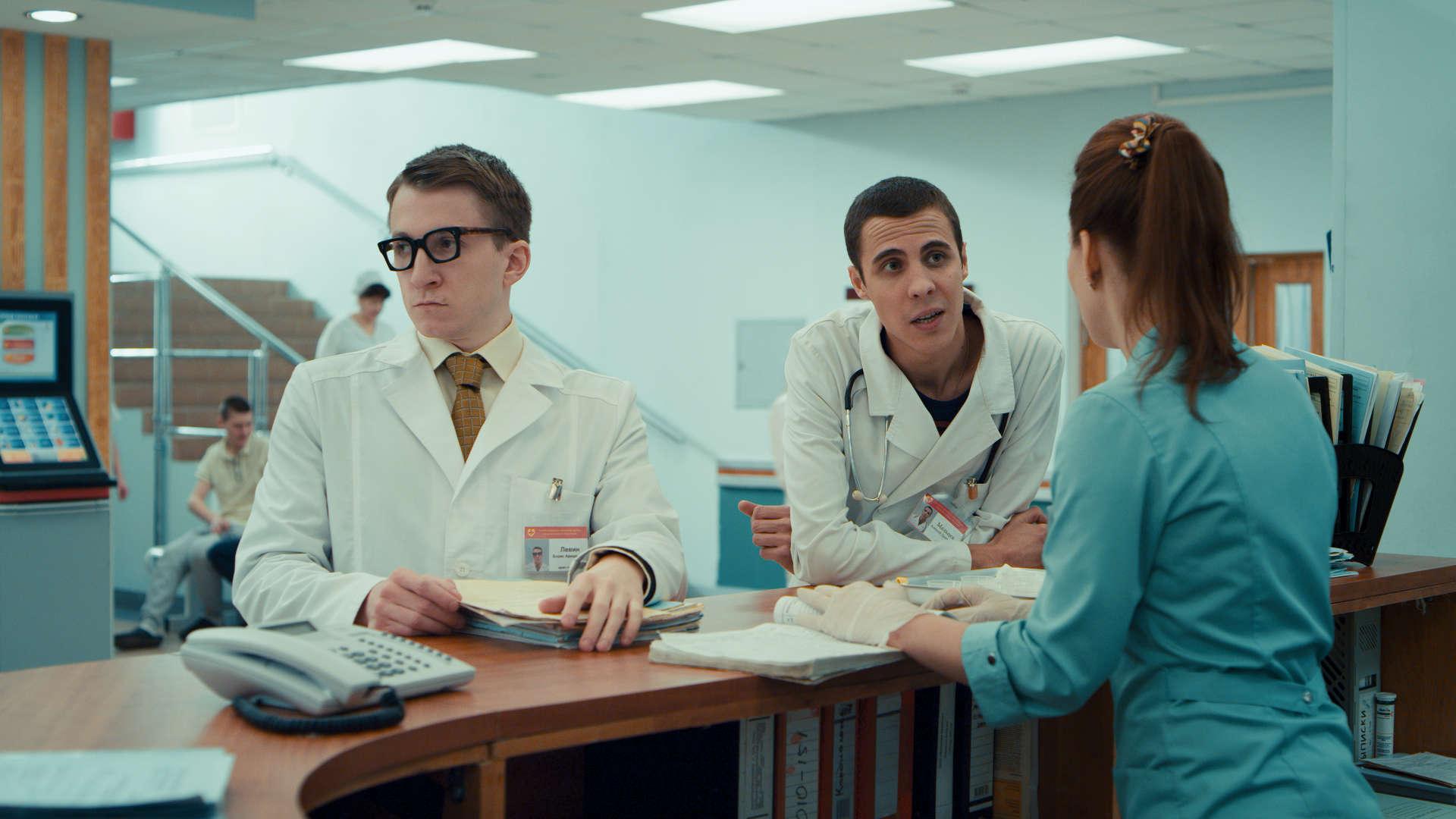 кадр из комедийного телесериала «Интерны»