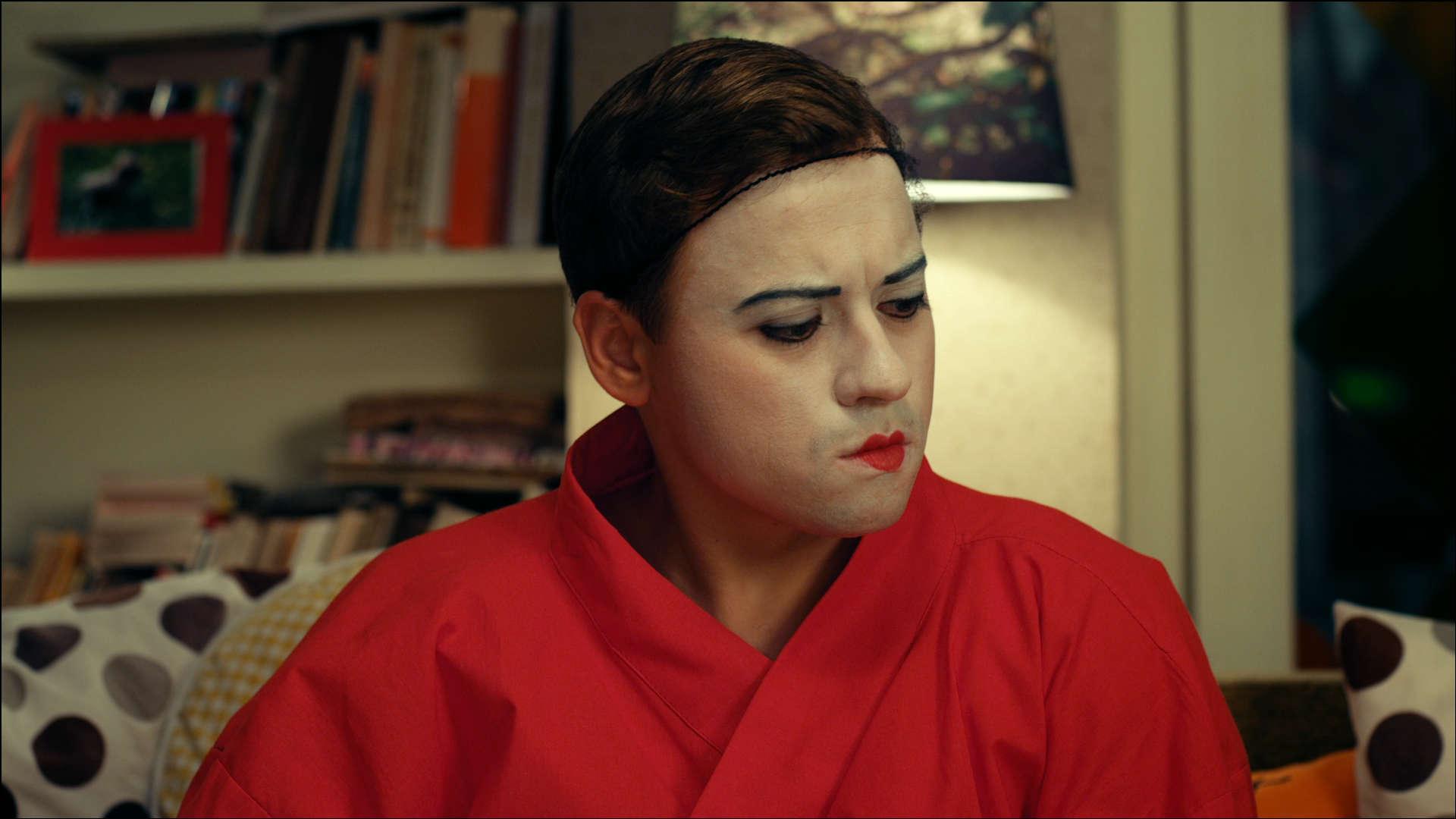 кадр из комедийного телесериала «СашаТаня»